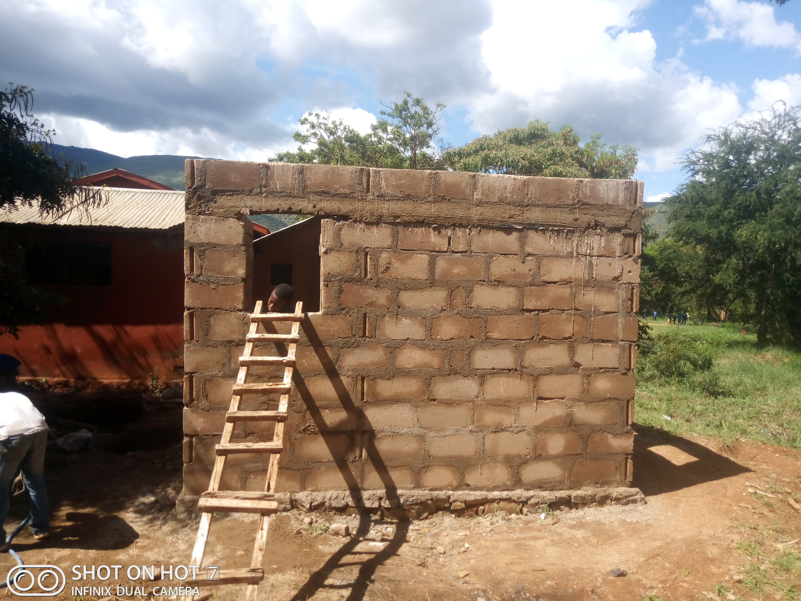 Sanitäranlagen Jungen Mwanga Baufortschritt
