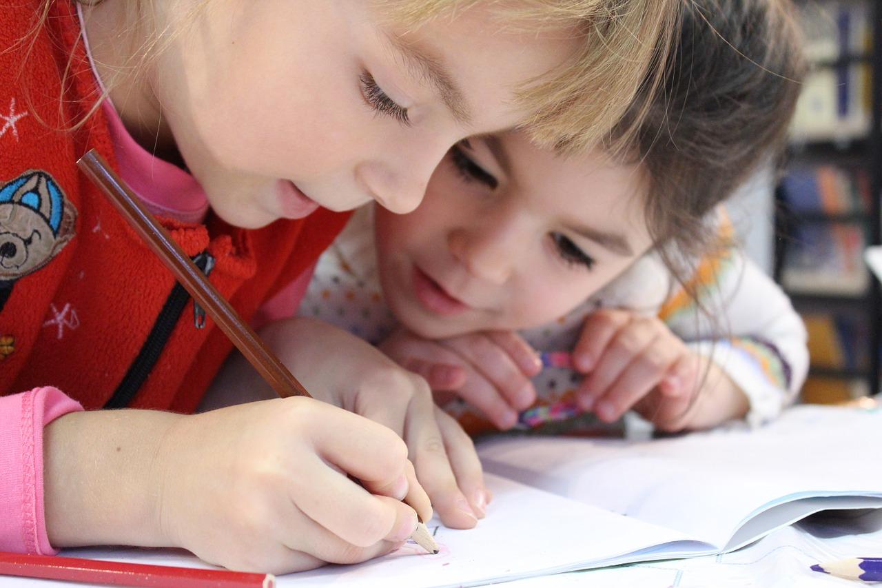 Schulkinder im Unterricht